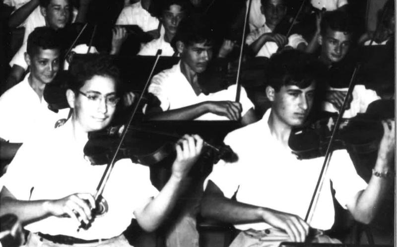 Eliahu Inbal im Jugendorchester Jerusalem, ca. 1950, vorne rechts